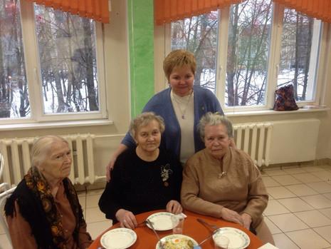 Во всех школах МО Пискаревка были организованы обеды и концерты для ветеранов по случаю 73-ей годовщ