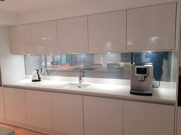Silver cracked glass splashbacks available in Liverpool, Blundellsands, Crosby, Hightown, Aintree, Maghull, Merseyside, Northwest