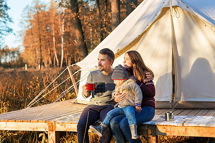 happy-family-camping