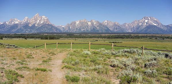 075505563-rocky-mountains-grand-tetons-m
