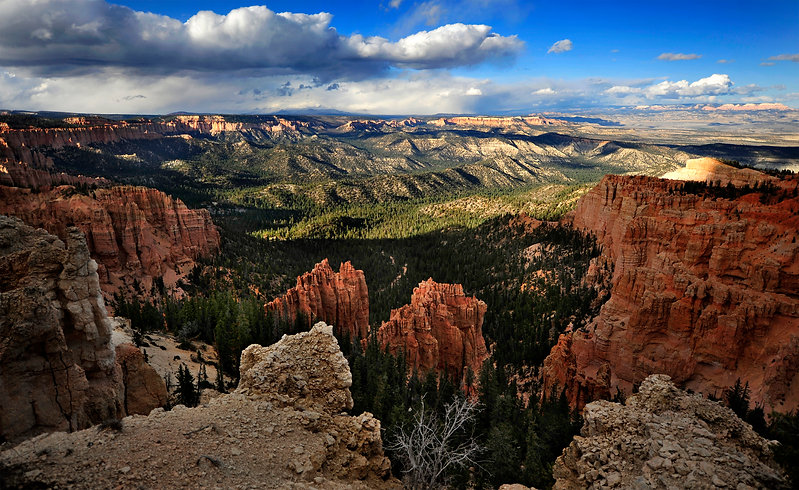 077628618-sunset-over-bryce-canyon.jpeg