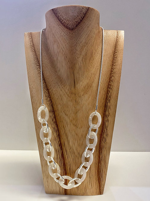 Necklace with cream and silver tone interlocking circles and ovals (N10267)