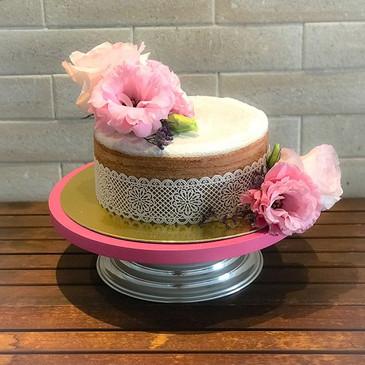 Naked Cake de Bolo de Rolo 💕💕 recheado