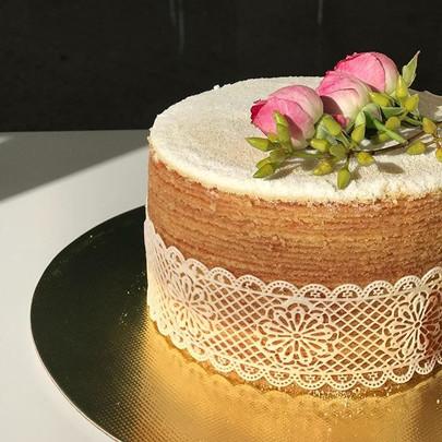 Bolo de Rolo Naked Cake recheado de goia