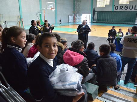 Beneficia Estado al 100% de estudiantes de primaria de Cuauhtémoc con uniformes escolares