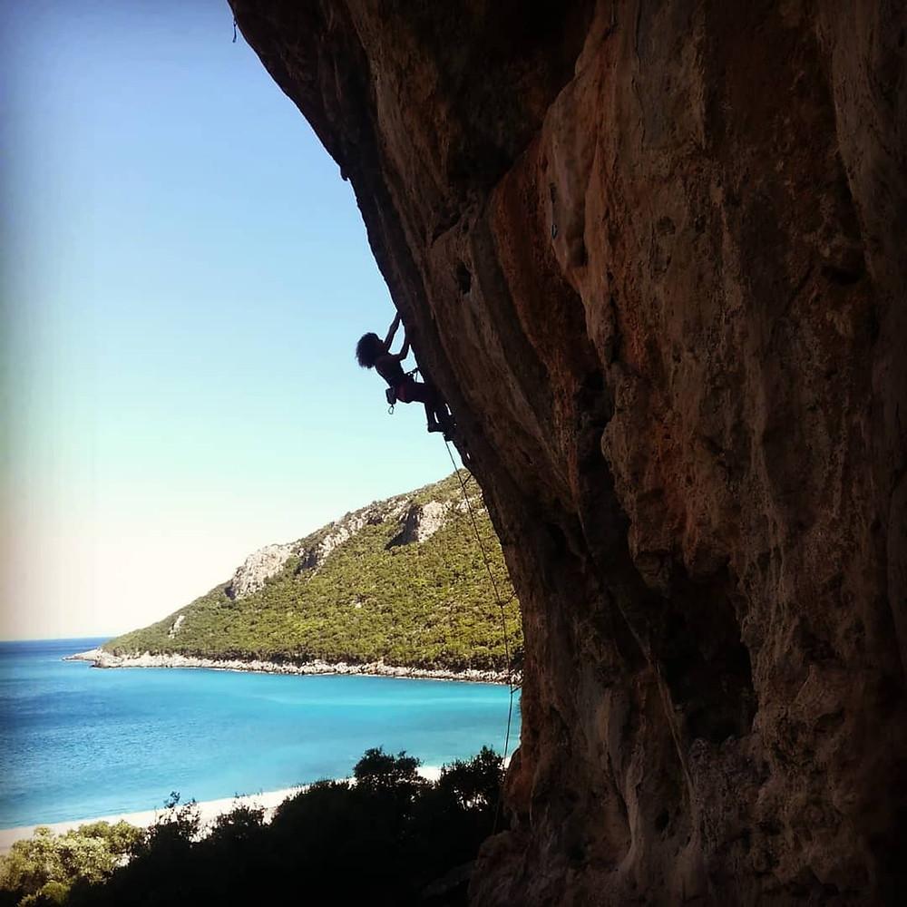 Kalymnos. Sector: Vlychada / Route: Tufatango 7b / Photo by: Luca Santos