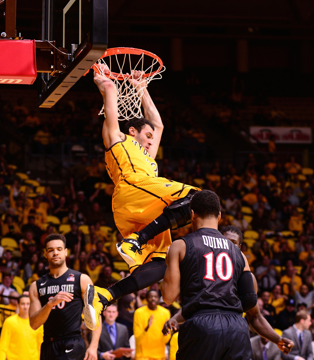 Larry Nance JR dunk