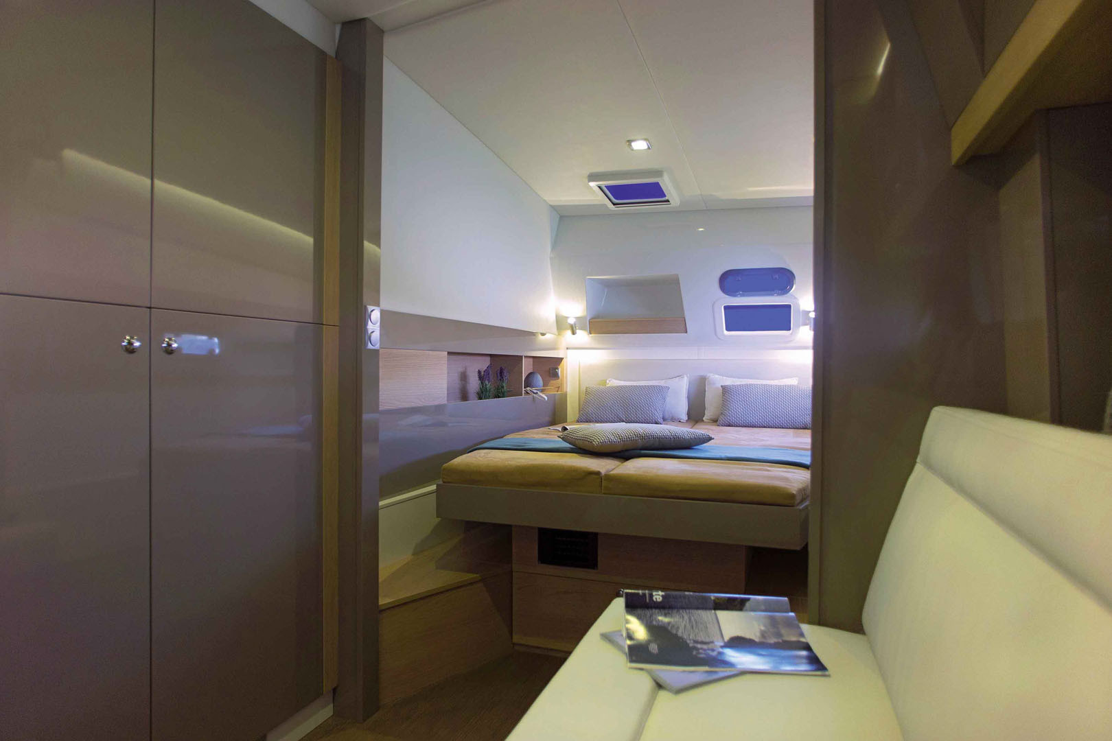 BALI-4.5-interior-master-cabin-Biba-Tour-rent-boat.jpg
