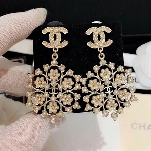 Vintage Chanel Style Pearl CC log Earring