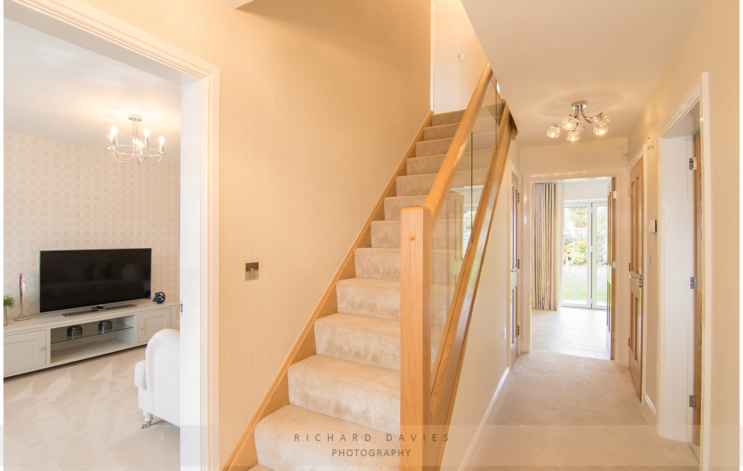 real estate hallway _ staircase