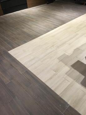 Plancher de céramique commercial