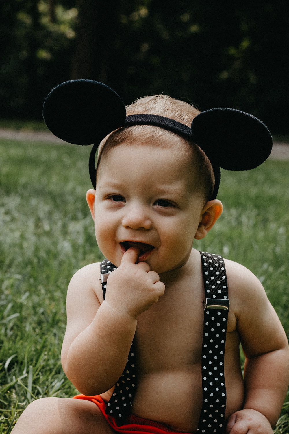 Mickey Mouse themed Cake Smash Session in York, PA by Taylor Slusser Photography