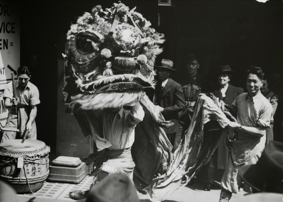 Old Chinese Lion Dance (1)