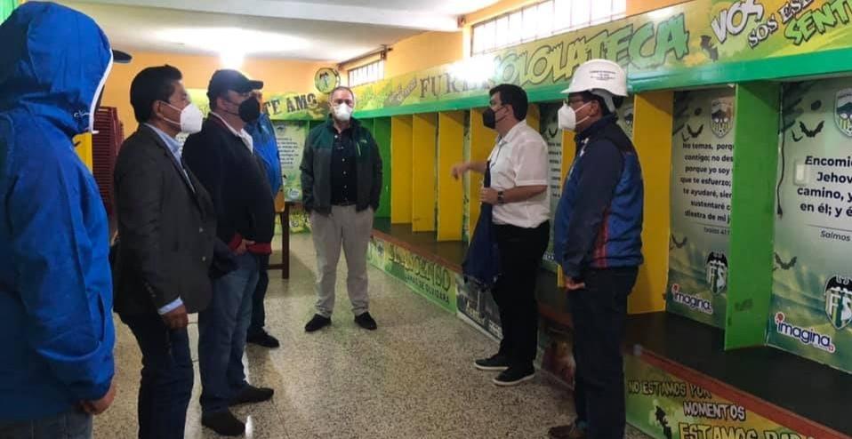 Presidente de la FedeFut, Lic. Gerardo Paiz y su comitiva, visitaron e inspeccionaron el Estadio Xamba