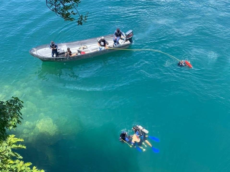 El cuerpo del hombre fue rescatado por el equipo de hombres rana de la 33 compañía de bomberos voluntarios