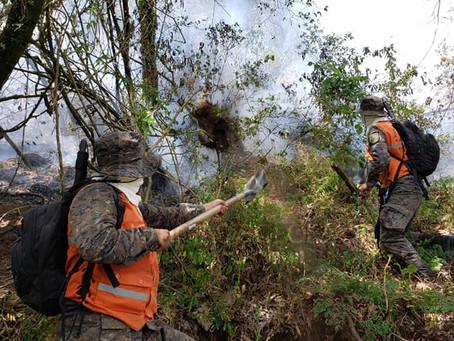 Siguen trabajando para sofocar por completo el incendio en el volcán Atitlán