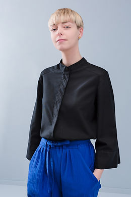 Boeckie_blouse_black.jpg