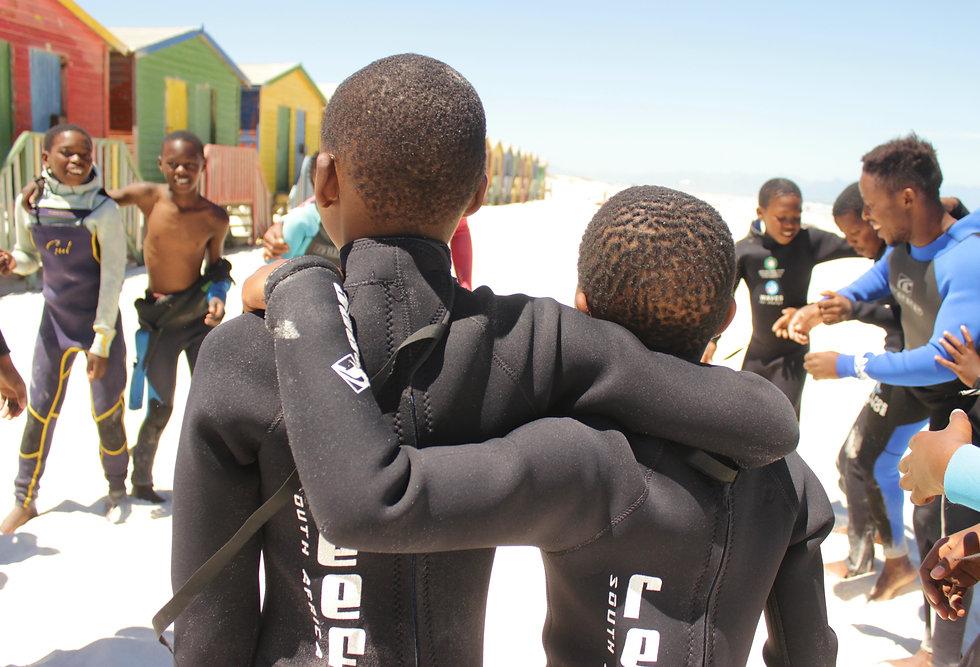 Paddle Battle unterstützt soziale und grüne Surfprojekte