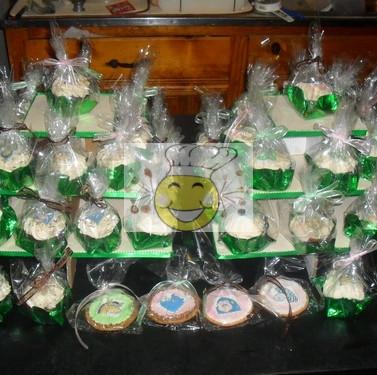 Jungle_Cupcake_Tree_and_Cookies_STT.jpg