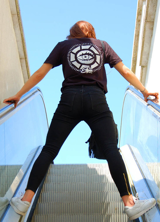 marine_oeil_escaliers.jpg