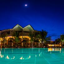hotel-senegal-saly-lamantin-beach-resort-piscine-nuit.png