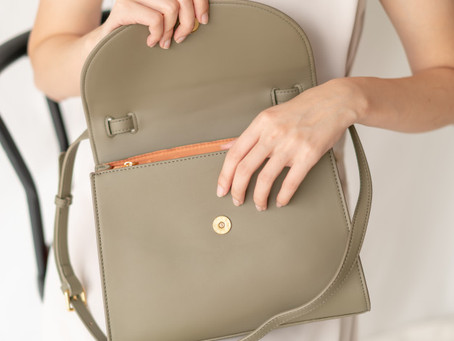 What's behind a woman's handbag | Women's Purses