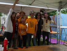 Les bénévoles et artistes du festival Tô