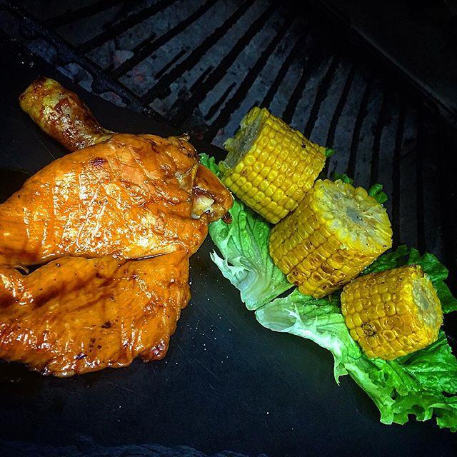 Mezzo polletto glassato con pannocchia alla brace #foodporn #chicken #restaurant #paddock #iseolake