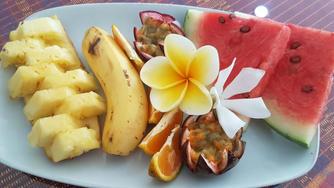 zoesparadise_fruitplate.jpg