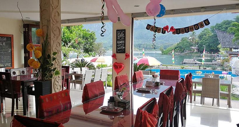 Zoes Paradise Lake Toba Restaurant.jpg