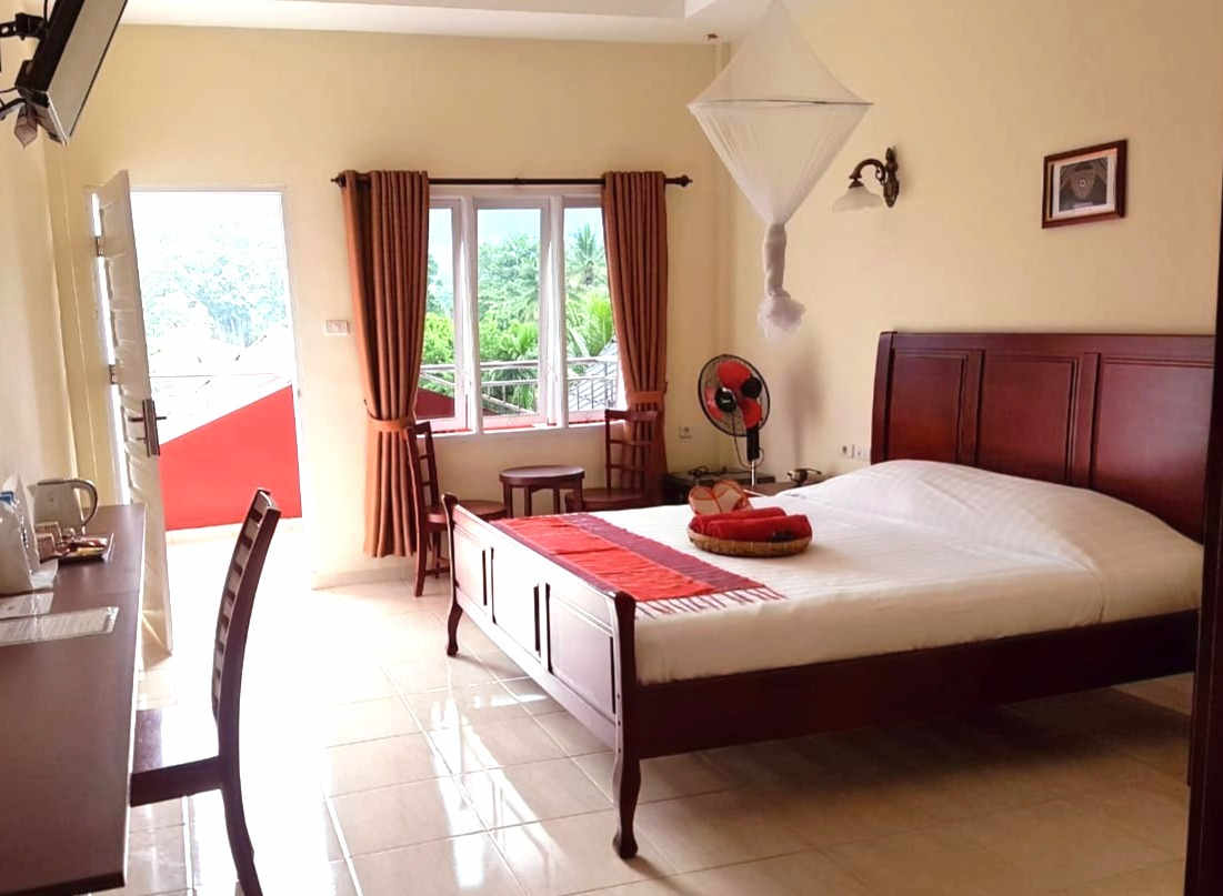 guest rooms Zoes Paradise Waterfront hotel