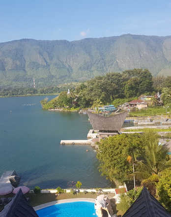 View Zoé's Paradise Waterfront Hotel