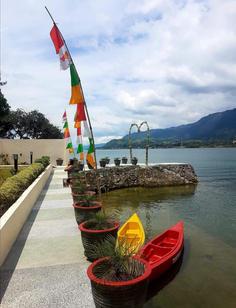 zoesparadise_canoe.jpg