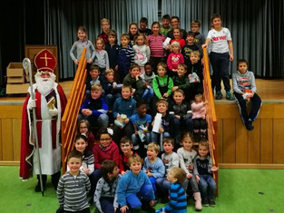 SG Kempenich/Spessart feiert Jugend-Weihnachtsfeier mit Groß, Klein und dem Nikolaus.