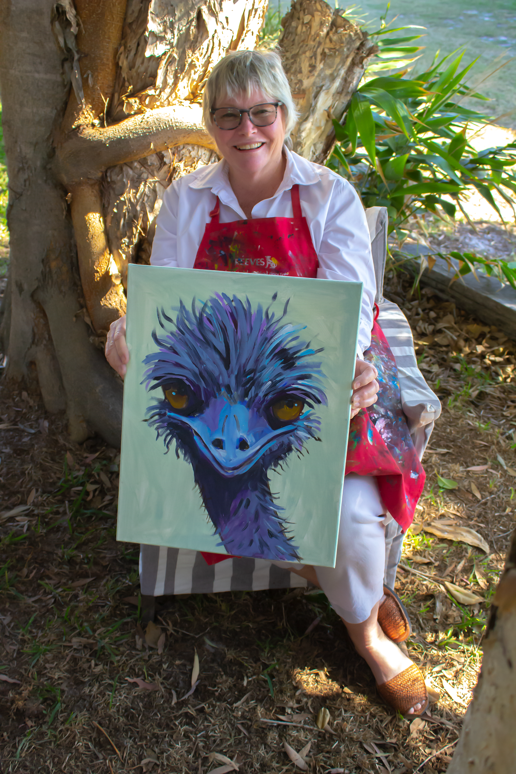 holding emu painting_big smile_IMG_7525@