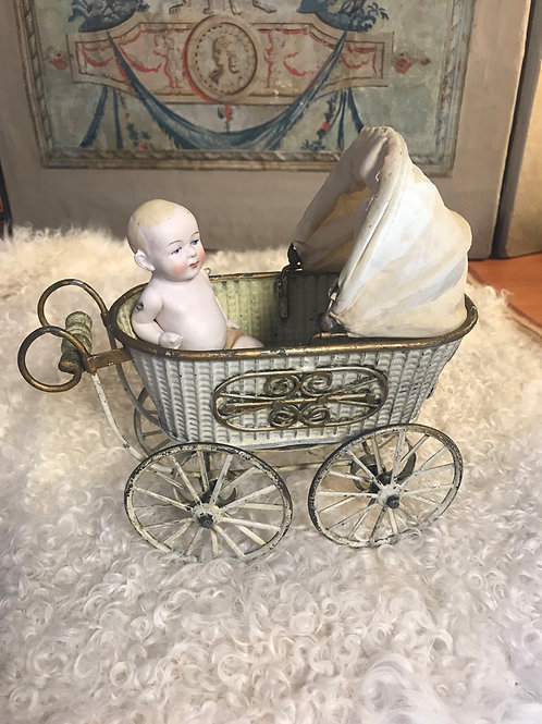 Wonderful Marklin carriage complete with baby!