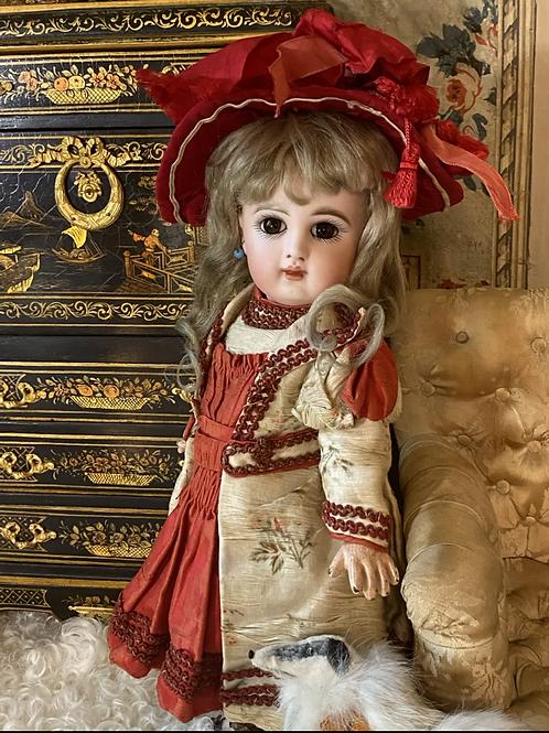 Enchanting Petite Bébé Jumeau marked 4