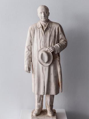 """Francisco López Hernández (Madrid, 1932 - 2017) """"José Antonio Aguirre"""". 2004. Escayola. Altura 70 cms."""
