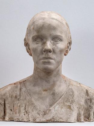 """Francisco López Hernández (Madrid, 1932 - 2017) """"Consuelo de la Cuadra"""". 1986. Escayola. Altura 42 cms."""