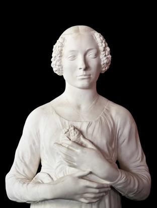 """ANDREA VERROCHIO (Florencia 1435-1488) """"La dama del ramillete"""". Altura 62 cms. Réplica en escayola realizada con molde del original por la Real Academia de Bellas Artes de San Fernando."""