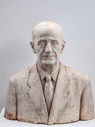"""Francisco López Hernández (Madrid, 1932 - 2017) """"Gutierrez Mellado"""". 1996. Escayola. Altura 57 cms."""