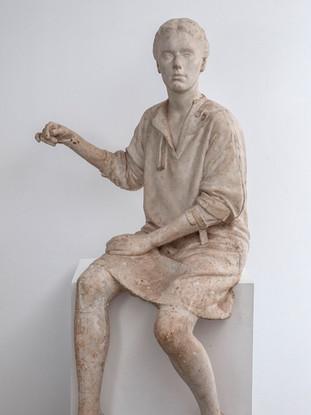 """Francisco López Hernández (Madrid, 1932 - 2017) """"Ana Ortiz"""". (Alegoría para la Asamblea de Extremadura). 1986. Escayola. Altura 148 cms."""