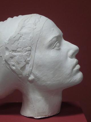 """ANTONIO LÓPEZ GARCÍA (Tomelloso, 1936)""""Cabeza de mujer (modelo para un monumento)"""" (2005) Escayola, 25x26x15 cms."""