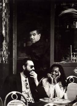 JOSE_MARIA_MELLADO_Pareja_sentada_en_un_café_(1999)_fotografia_en_b-n