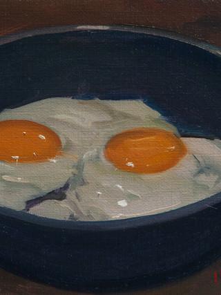 Dos huevos fritos.
