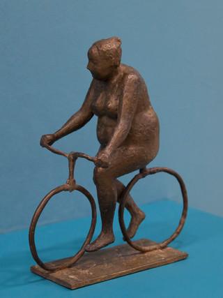 """Antonio Campillo Párraga (Murcia, 1926 – 2009) """"Ciclista de los Narejos"""". 1968. Bronce. Altura 29 cms."""