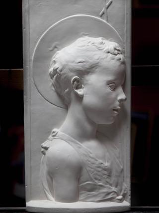 """DESIDERIO DA SETTIGNANO (Settignano, c. 1430 – Florencia, 1464) """"San Juanín"""" (1450-1453) Escayola. 50 x 25 cm. Réplica realizada por la Academia de San Fernando del original conservado en el Museo del Barguello de Florencia."""
