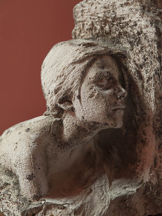 """MIGUEL BLAY Y FÁBREGAS (Olot, 1866 – Madrid, 1936) """"Niña"""" (hacia 1892) Escayola. 44 x 30 x 28 cm. Original con el sello de la fundición Masriera de Barcelona, donde se fundió en bronce."""