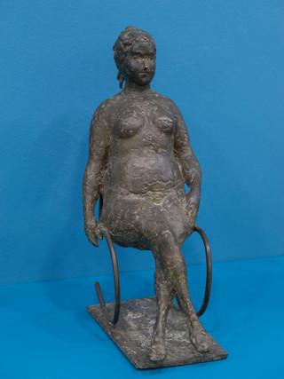 """Antonio Campillo Párraga (Murcia, 1926 – 2009) """"La pechugona"""". 1967. Bronce. Altura 33 cms."""