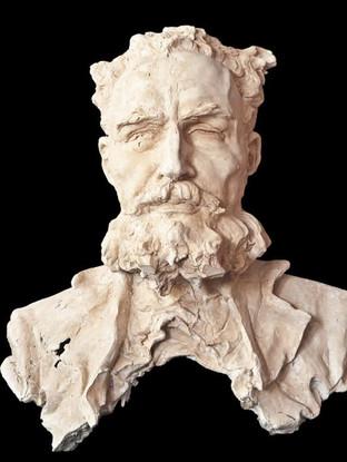 """ROBERTO MANZANO HERNÁNDEZ (Madrid 1972) """"Busto de Antonio Cano Cervantes"""" Altura 80 cms. Escayola."""